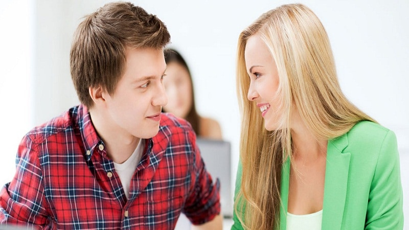 как понять нравишься ли ты девушке при знакомстве